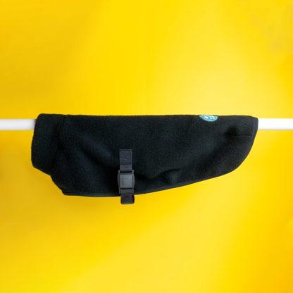 Produktbild schwarzer Cape Hundemantel