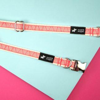 Hundehalsband mit rotem Dreiecksmuster