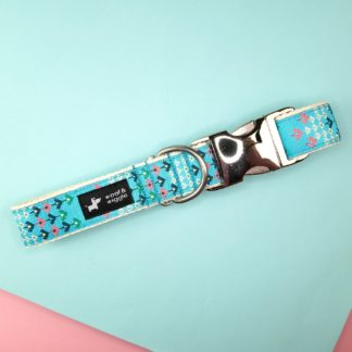 Dog collar with abstract blue pattern
