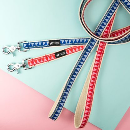 Dog leash with a geometric pattern in blue or red
