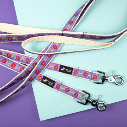 "Dog leash in the ""Poppy"" design"