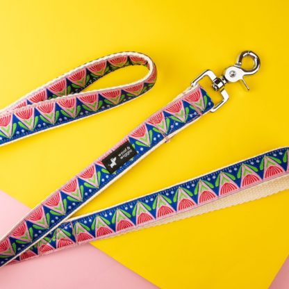 Dog leash with abstract floral design