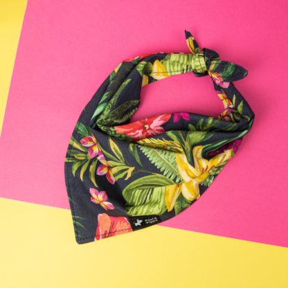 "Dog bandana in the design ""Aloha"""