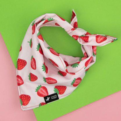 Hundehalstuch mit Erdbeer Muster