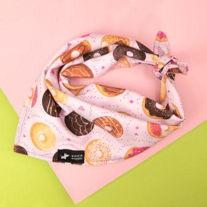Hondenbandana met verschillende donutmotieven