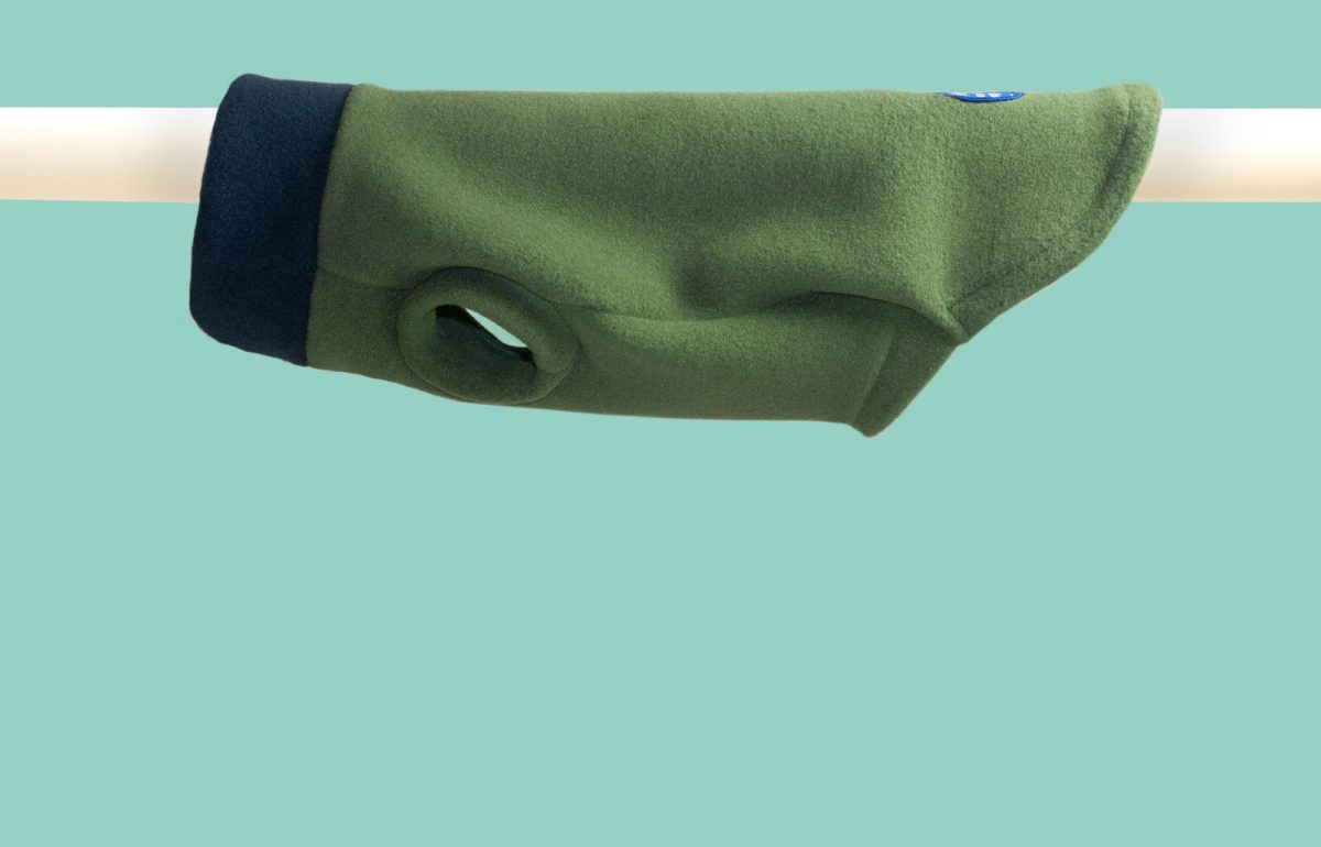 Tailor-made dog jumper in green and navy
